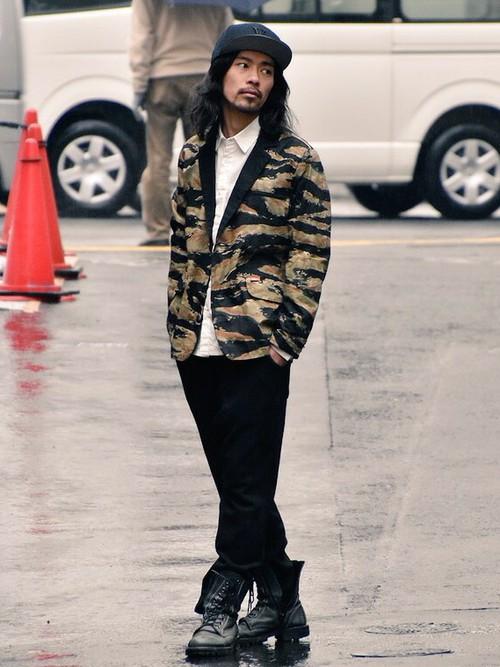 スウェット(ブラック)×ジャケット×シャツ×レザーシューズ
