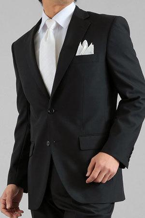 ブラックのスーツの着用画像