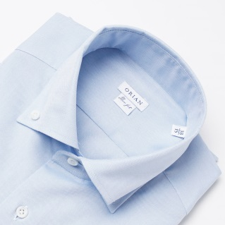 サックスブルーのシャツの画像