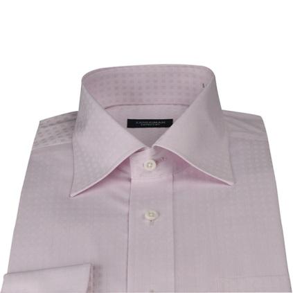 ピンクのシャツの画像