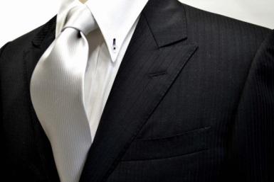 シルバーのネクタイの画像