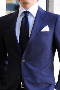 ネイビーのネクタイの画像