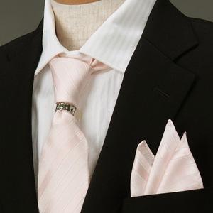 ピンクのネクタイの画像