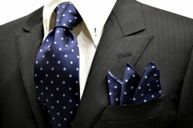 ブルーのネクタイの画像
