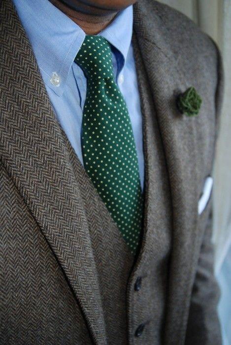 グリーンのネクタイの画像