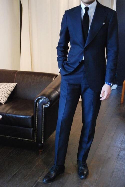 ネイビー スーツ コーデ