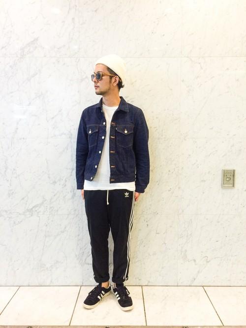 ファッションでジャージをチョイスする時は、ダボついたアイテムを選ぶのはNG。