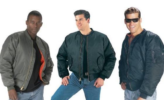 MA-1着用の男性3人
