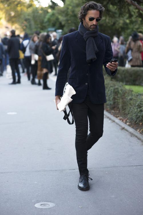 ネイビージャケット×黒パンツ×革靴