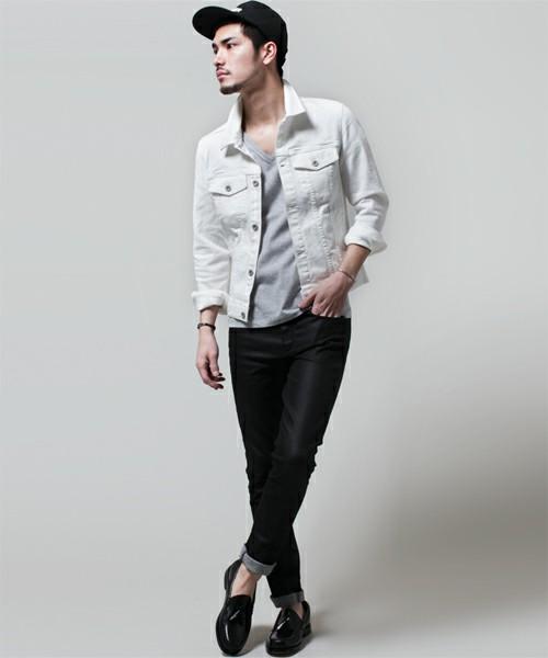 グレーカットソー×デニムパンツ×ホワイトジーンズジャケット