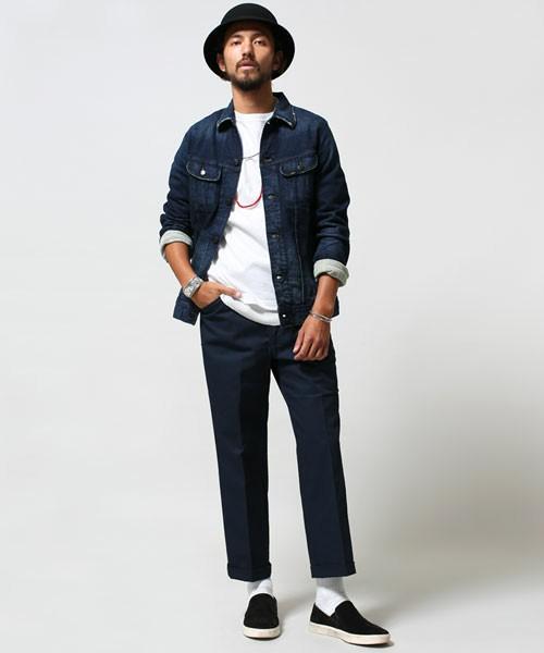 ホワイトカットソー×ネイビーパンツ×ジーンズジャケット