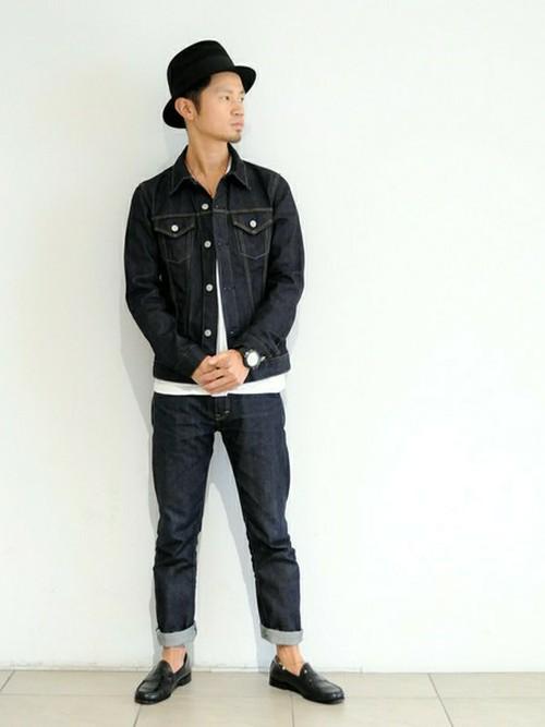 ホワイトカットソー×デニムパンツ×ジーンズジャケット