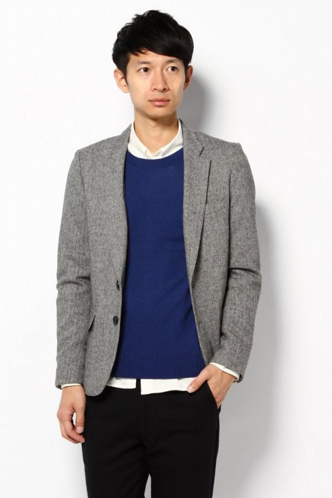 グレージャケット 青ニット 白シャツ