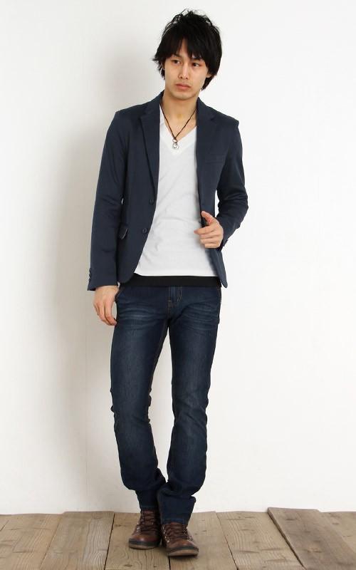 ネイビージャケット×ホワイトカットソー×ネイビージーンズ