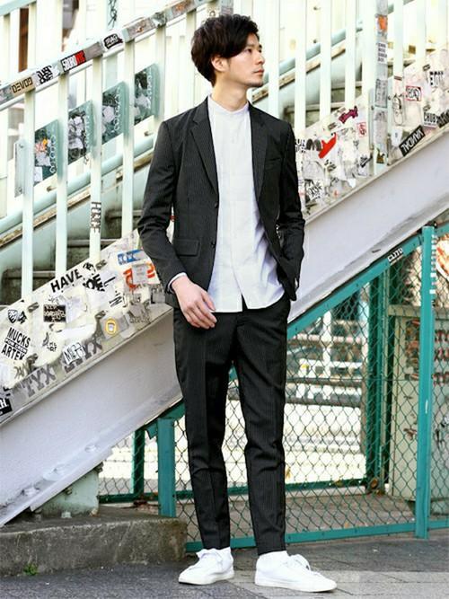 ブラックテーラードジャケット×ホワイトシャツ×ブラックチノ