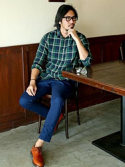 緑チェックシャツ×テーパードパンツ×ドレスシューズ