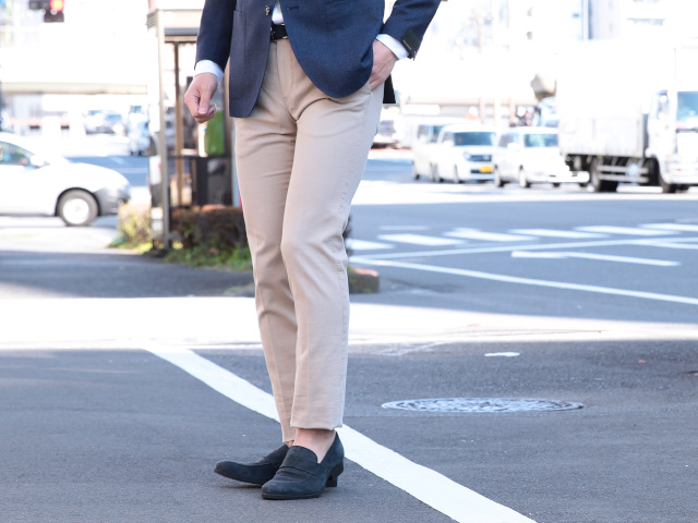 safe-fashionable-beige-pants-coordinate-10-19