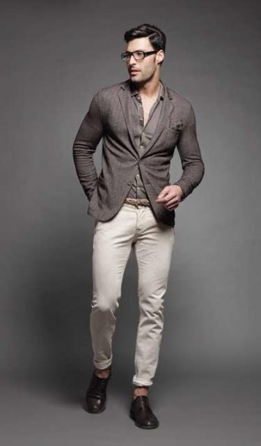 チャコールジャケット×ホワイトパンツ