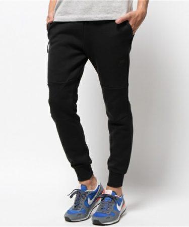 黒ジョガーパンツ