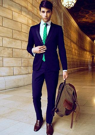 ホワイトシャツ×グリーンネクタイ