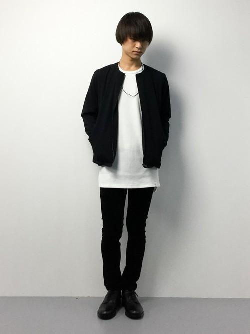 ブラック×ホワイト×黒パンツ
