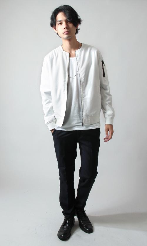 ホワイト×ホワイト×黒パンツ