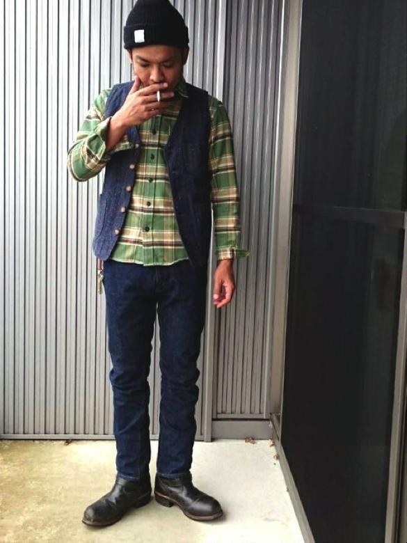 薄手ベスト×グリーンチェックシャツ