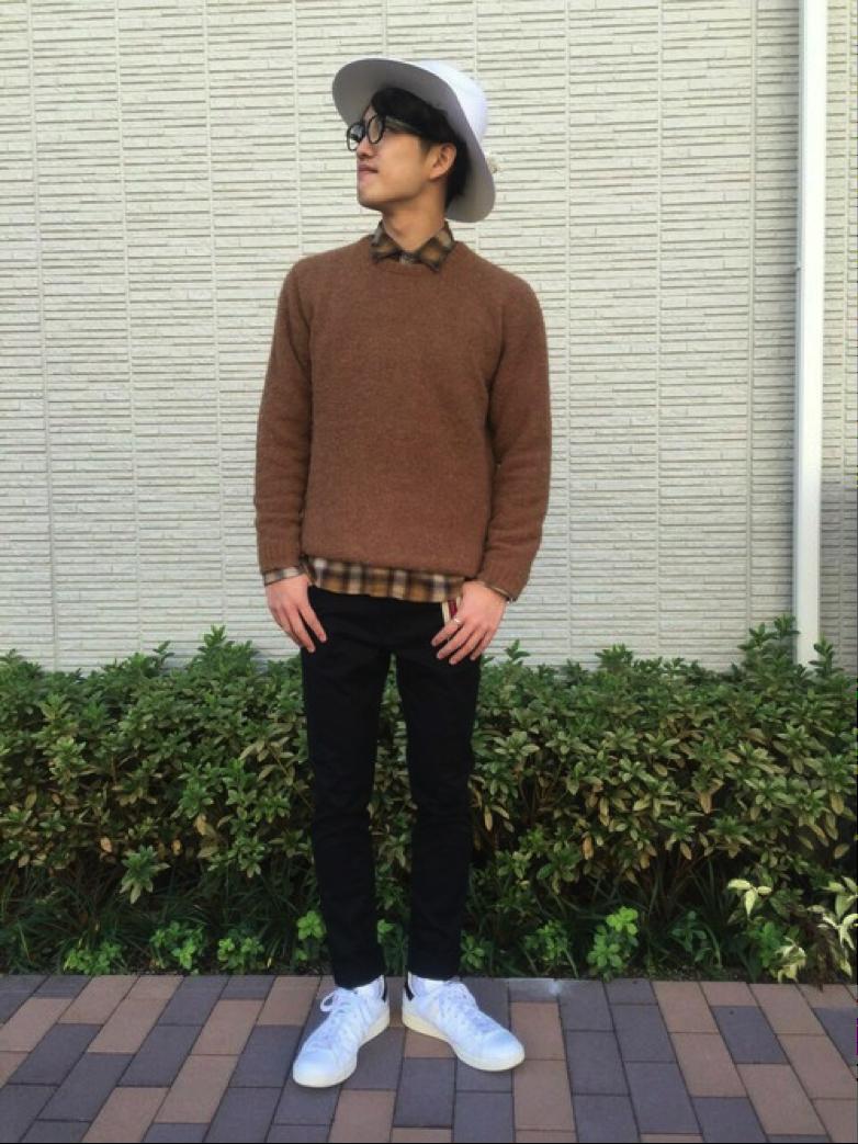 セーター×チェックシャツ