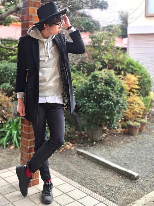 帽子×チェスターコート×パーカー×スキニ―パンツ