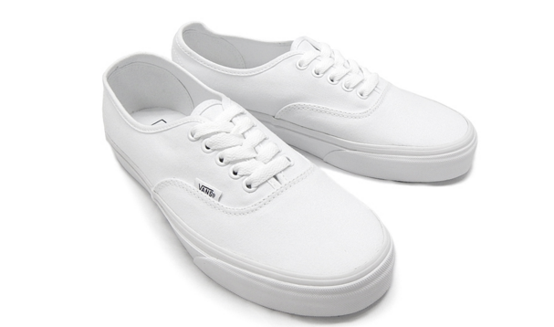 recommend-white-sneakers10-18