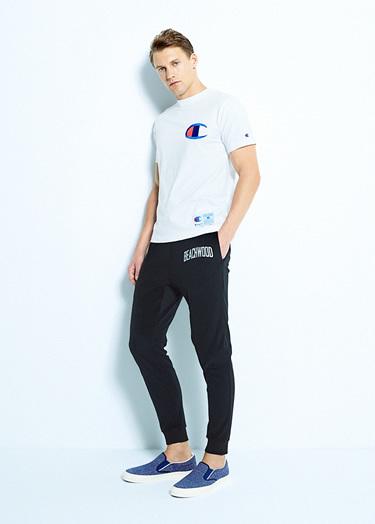 Tシャツ×スウェットパンツ×スリッポン