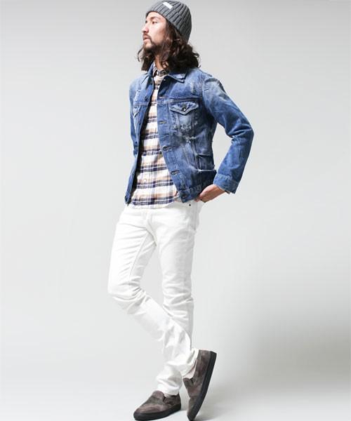 デニムジャケット×白パンツ