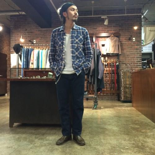 ブルーチェックシャツ×ジーンズ