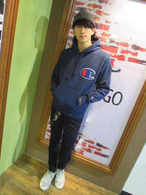 パーカー(champion)×黒パンツ