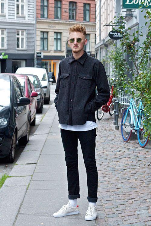 黒シャツ×デニム