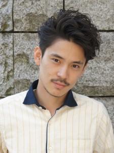 パーマネオ七三分け髪型
