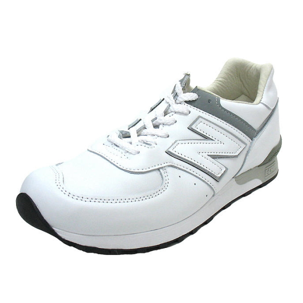 recommend-white-sneakers10-17