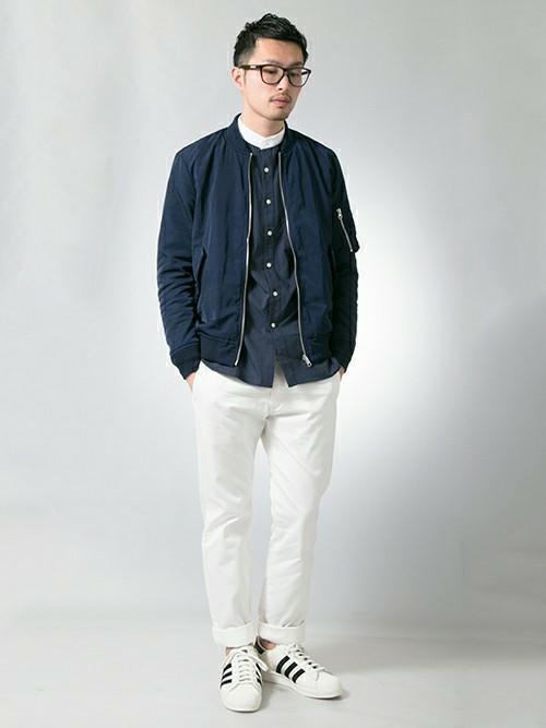 バンドカラーシャツ×MA1×白のパンツ