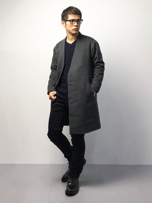 黒のVネックセーター×チェスターコート