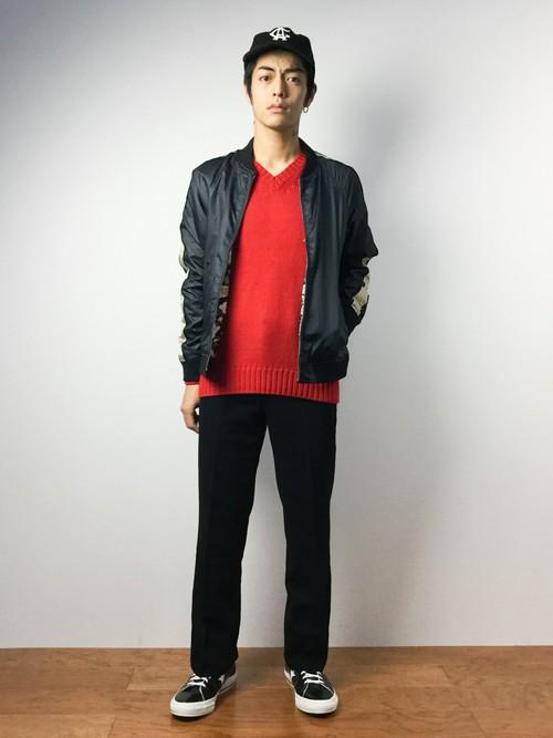 赤のVネックセーター×MA1