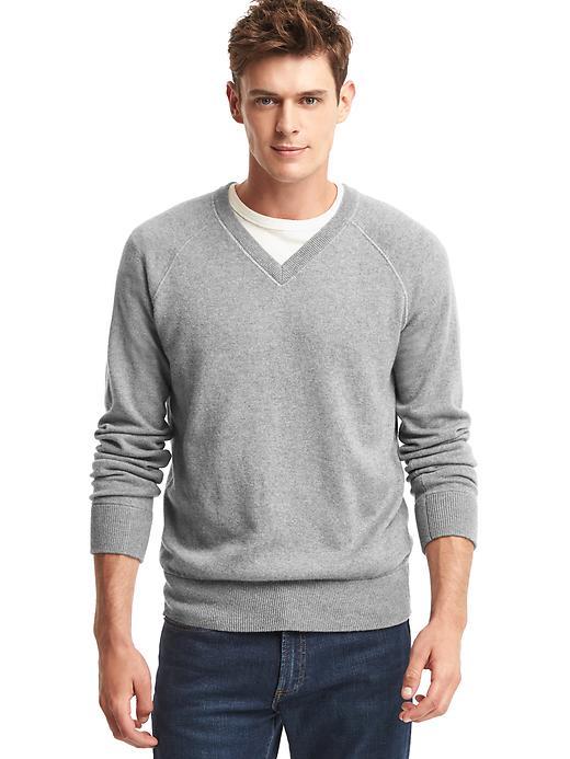 15d71f08740c7 大人メンズ必見!Vネックセーターのおしゃれな着こなし術