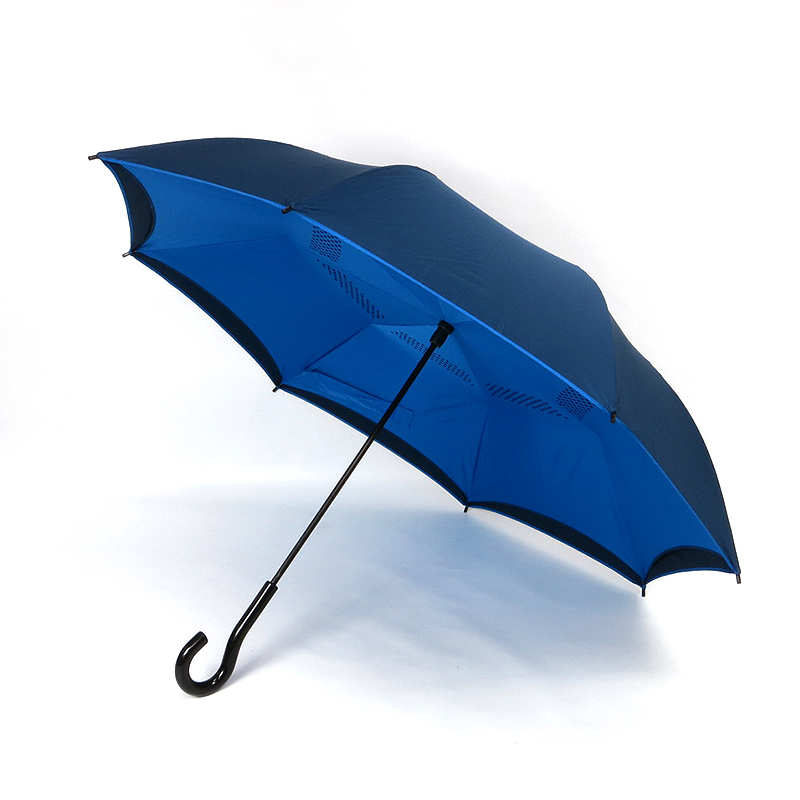 逆向きに開く傘「GAX UMBRELLA」