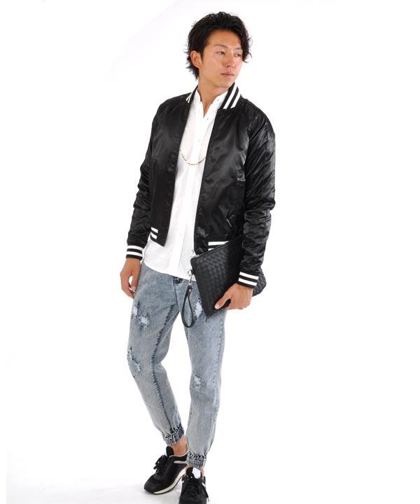 ブラック×白シャツ×ジョガーパンツ