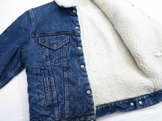 ボアデニムジャケットの置き画像