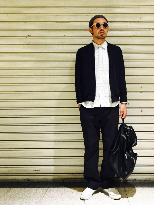 ノーカラーMA-1×シャツ×ブラックパンツ