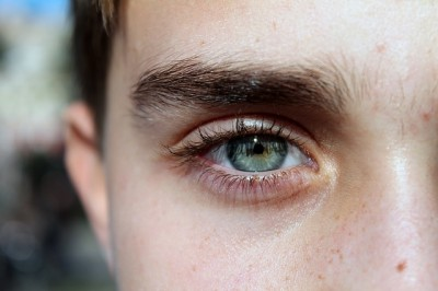 眉毛の濃さ