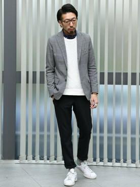 白ニット×チェックシャツ×黒パンツ