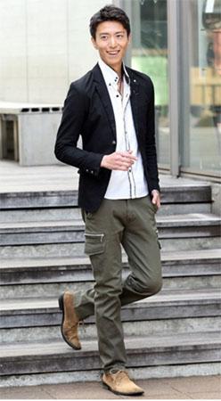 ジャケット×デザインシャツ×カーゴパンツ