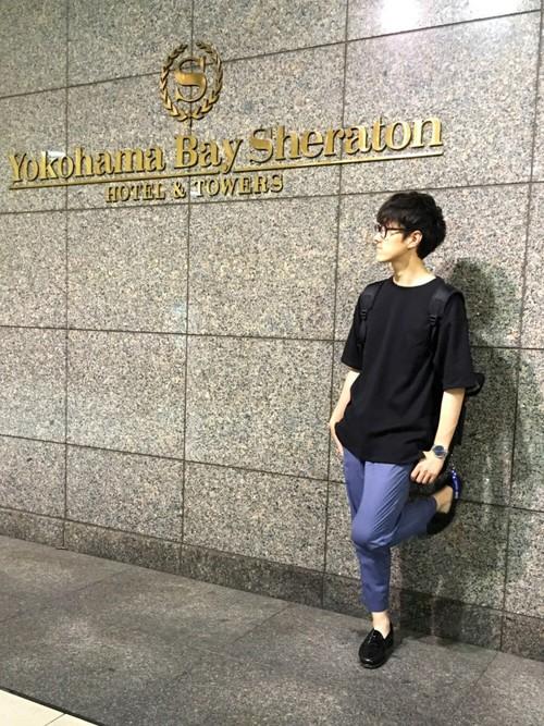 黒Tシャツ×9分丈パンツ