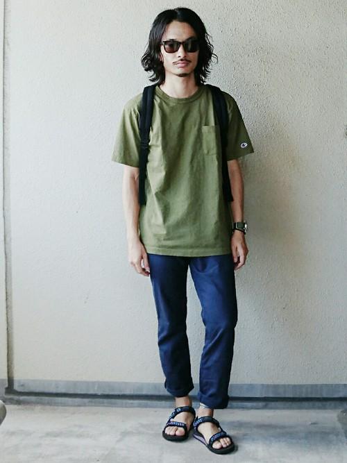 オリーブポケットTシャツ×デニム